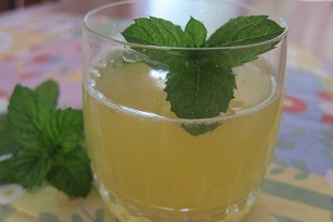 Healthy Velvet Ginger Lemonade Recipe